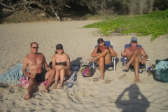FRIENDS-MIKE-TERESA-JOHN-AMY-beach